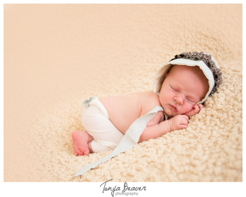 jacksonville newborn photographer; jacksonville newborn photos; jacsonville maternity photo session; jacksonville photography studio; tonya beaver photography 001 (Side 1)