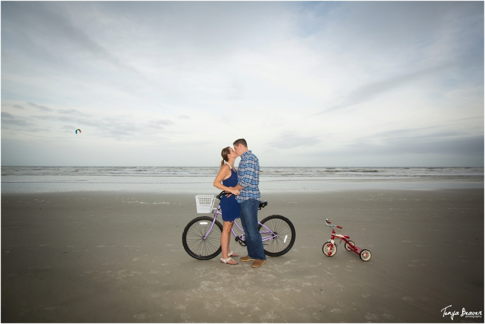 tonya beaver photography; jacksonville photographer; jacksonville beach maternity; jacksonville newborn photographer; bicycle maternity;_0001