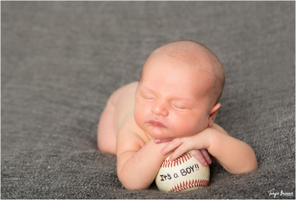 jacksonville-newborn-photography-jacksonville-baby-photography-baseball-newborn-session-newborn-session-with-dog-tonya-beaver-photography005