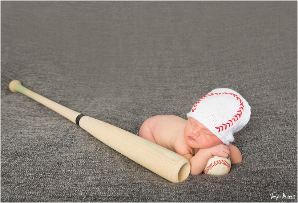 jacksonville-newborn-photography-jacksonville-baby-photography-baseball-newborn-session-newborn-session-with-dog-tonya-beaver-photography006