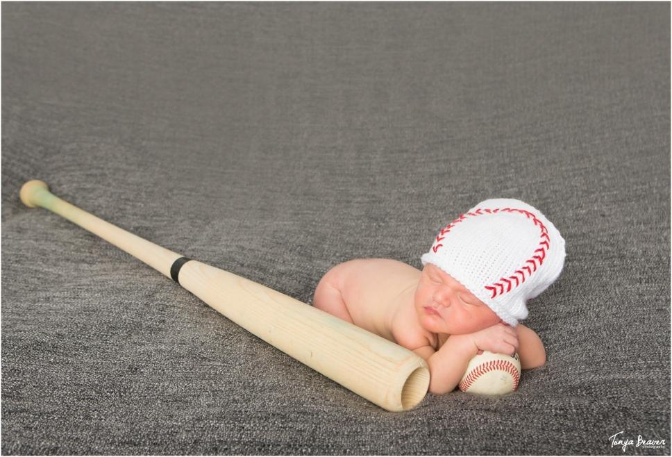 jacksonville-newborn-photography-jacksonville-baby-photography-baseball-newborn-session-newborn-session-with-dog-tonya-beaver-photography006